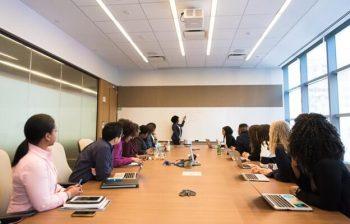 Ar-Condicionado Cassete em sala de reunião